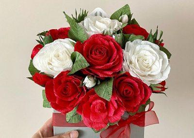 Букет от хартиени цветя в пощенски плик