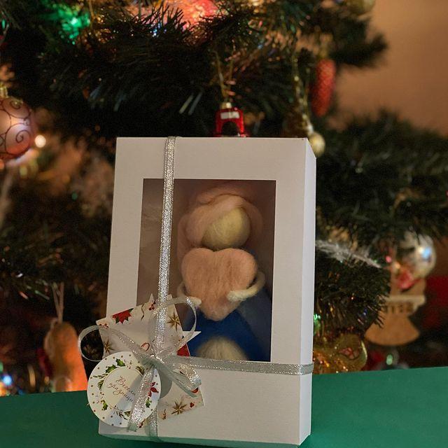 Коледните феи отлетяха към получателите в специални кутии