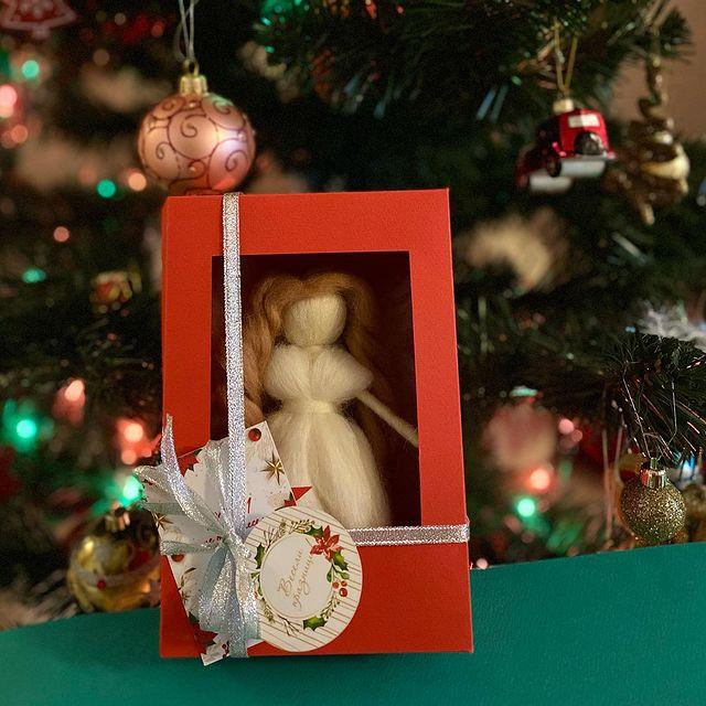 Коледна фея в специална, ръчно изработена кутия